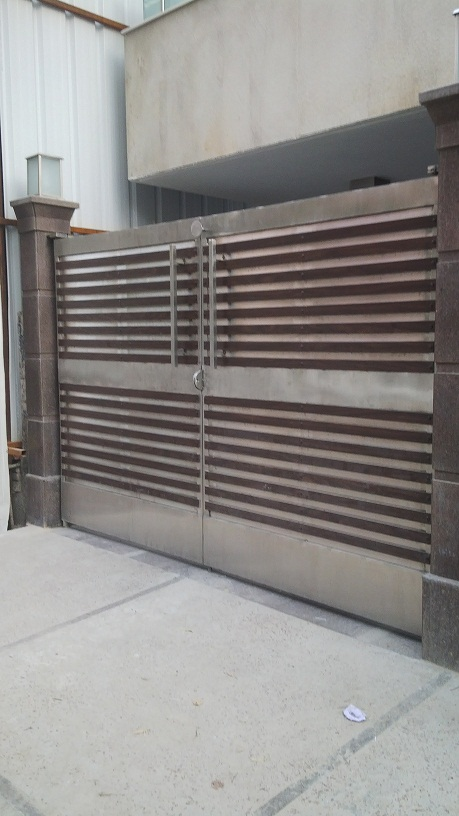 Stainless Steel Main Gate With Fundermax Wood